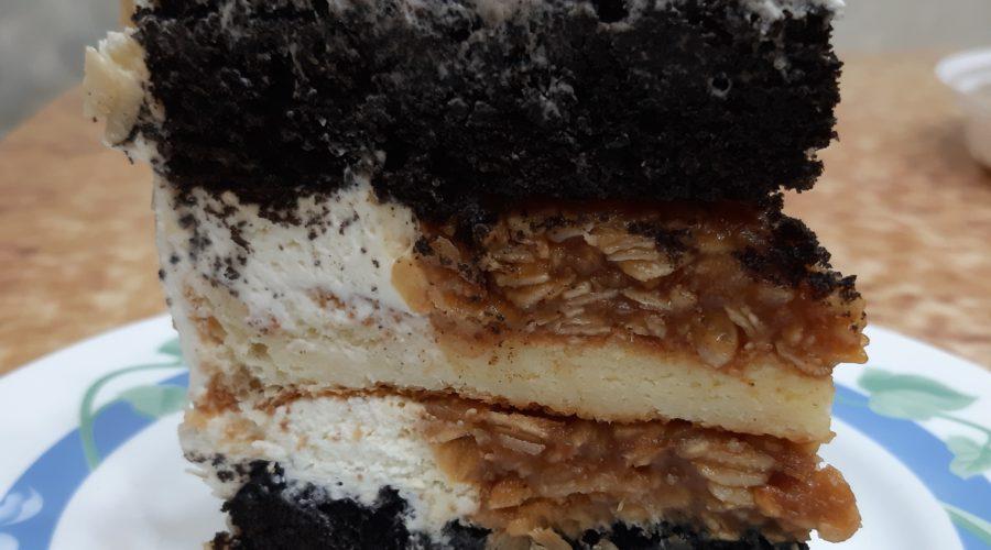 Торт шоколадный с ореховой карамелью